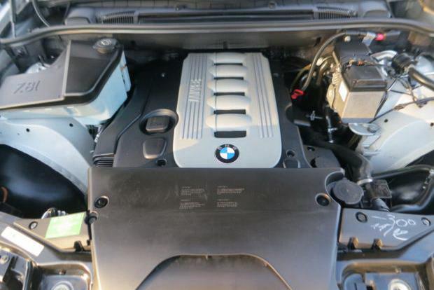 BMW e53 x5 дымит на холодную