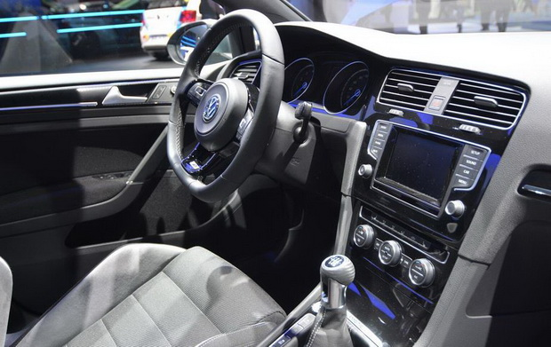 Golf r interior night