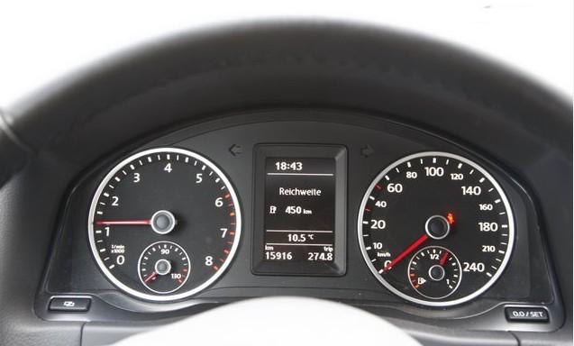 Volkswagen Tiguan тахометр